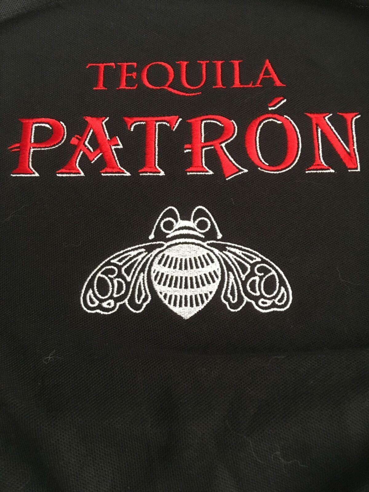 Logo brodé chemise dos