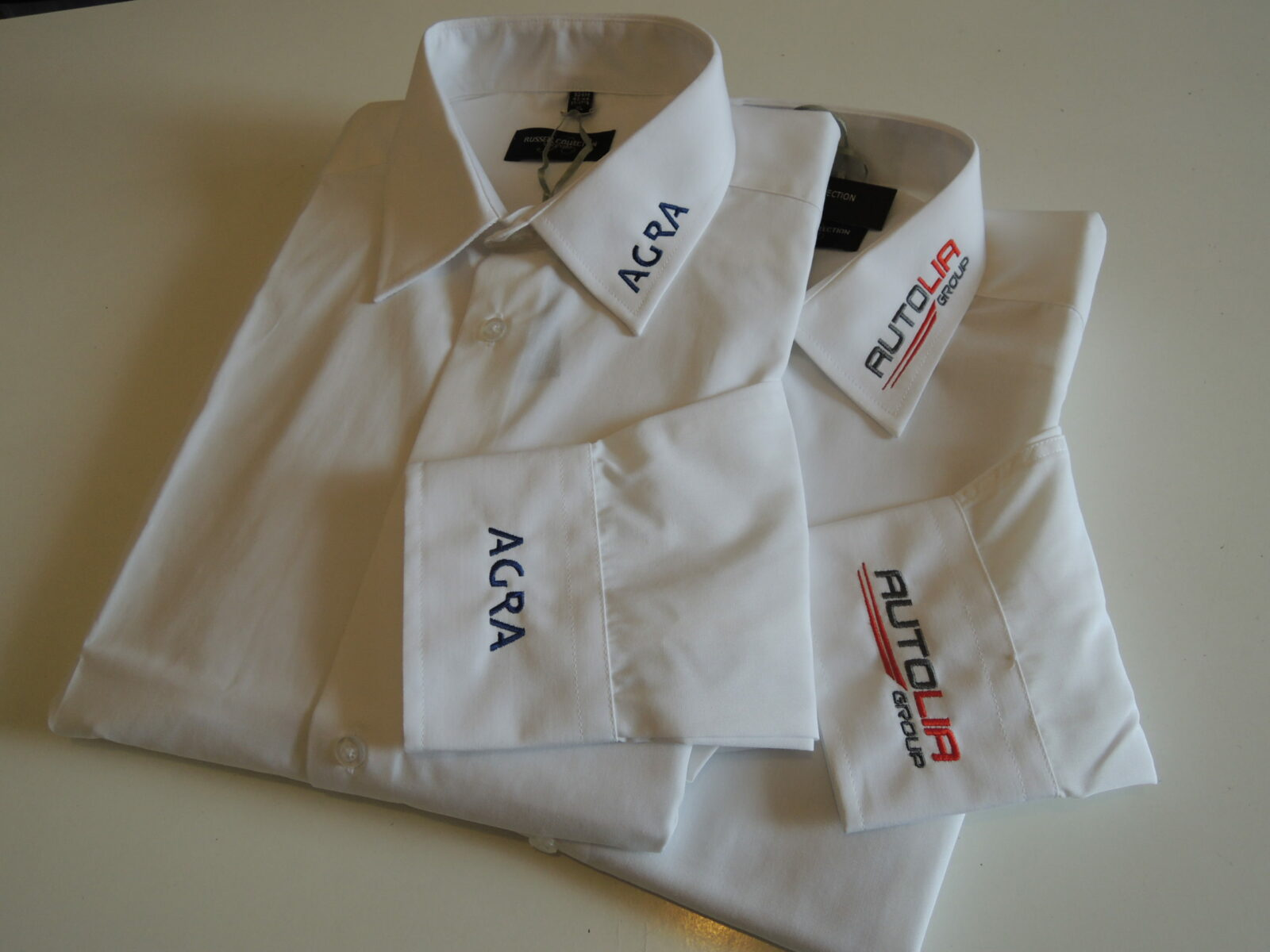 Logos brodés cols et manches de chemise