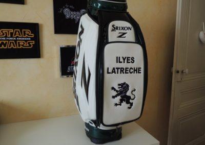 Logo brodé sur sac de golf