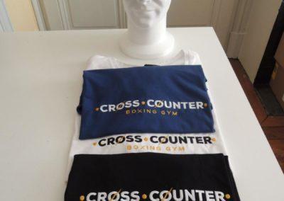 T-shirt, casquette brodés au logo d'un Club de boxe